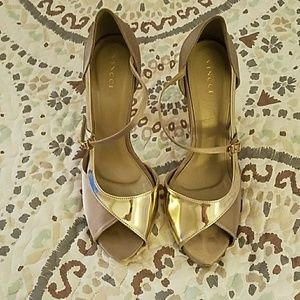 Vincci* Gold Stilettos (Size 8, 4in. Heel)